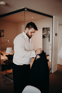 228_L+M_Groom-Prep-at-Brisbane-Skytower_She_Said_Yes_Wedding_Photography_Brisbane