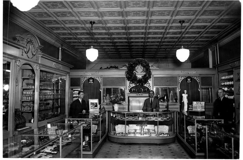 interior Hillig jewelry 30's