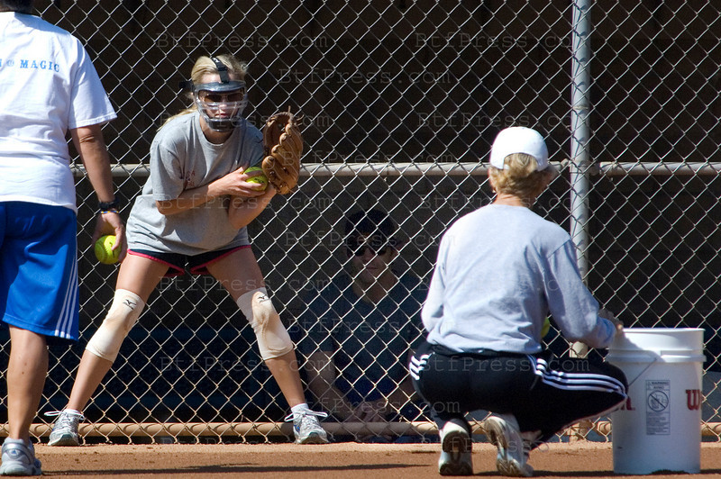 EXCLUSIVE - Los Angeles May 20,2009. Reese and Jake kissing during a softball training for a new movie for Reese, we can see Jake in the building behind Reese. (Photo by Michel Boutefeu)