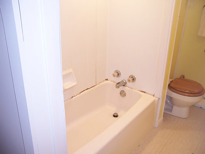 Refinish Porcelain Bathtub and Fiberglass Surround