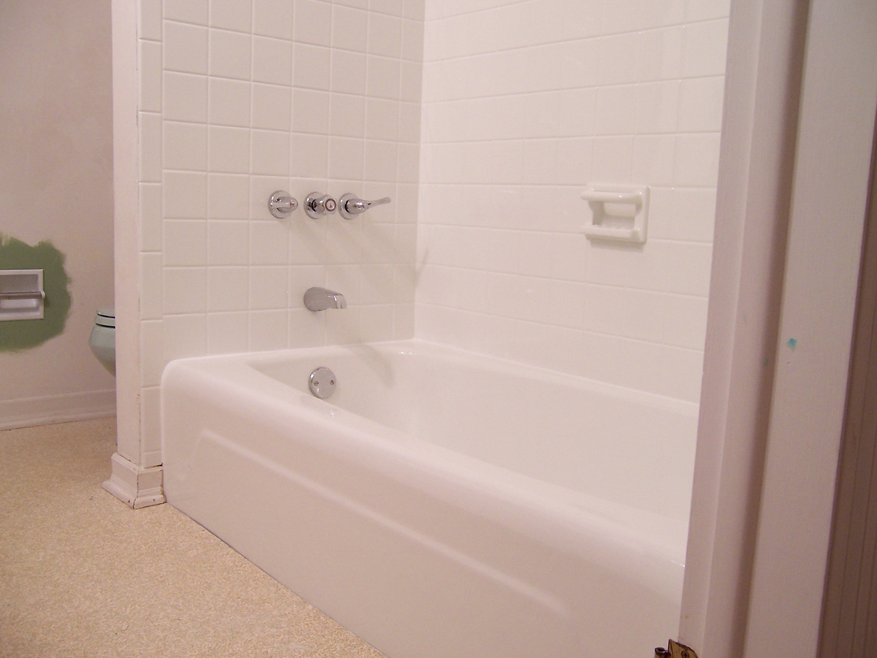 AFTER-As you can see, making the tub and tile white really pulls the entire bathroom together making it much more appealing.