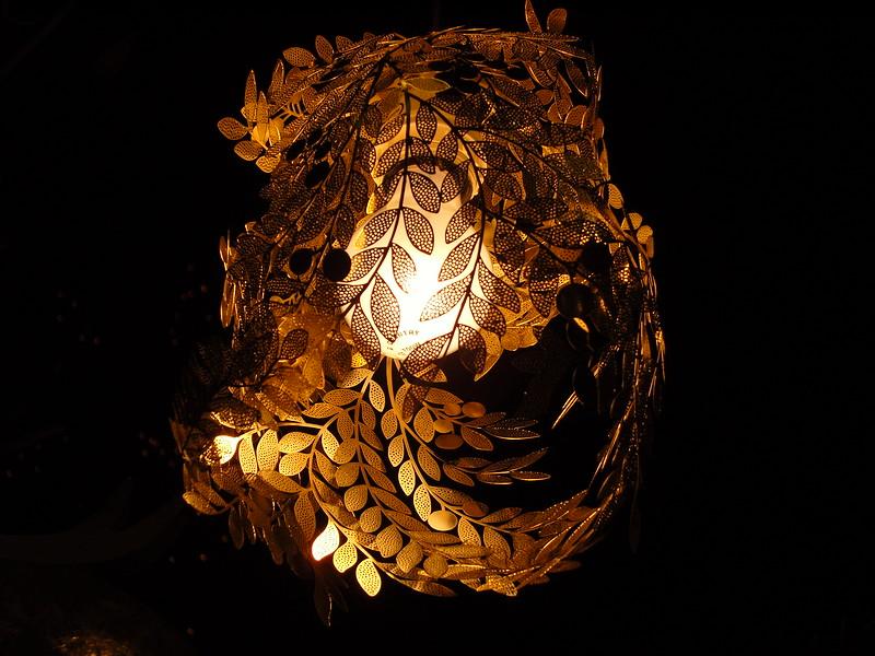 NV10 MP Samsung:<br /> Filigree brass chandelier