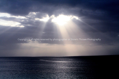 sunlight_clouds_ocean-nlg-02jul06-0688