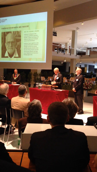 Professor Bernhard Schmid, Dean of the Faculty of Science at the University of Zürich, introduces Steve and reads the Laudatio  at Dies Academics, April 25, 2015. (Click on the photo to start the video and hear the German.)