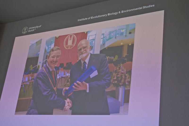 The university photographer  got a good shot of the Rektor handing over the honorary degree.