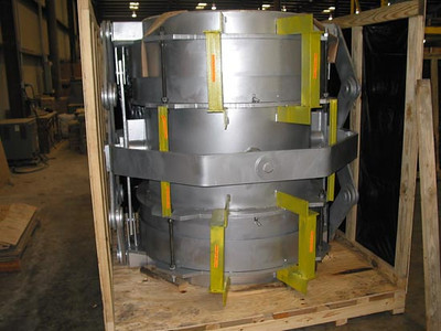 Refractory lined expansion joint with pantographic linkage