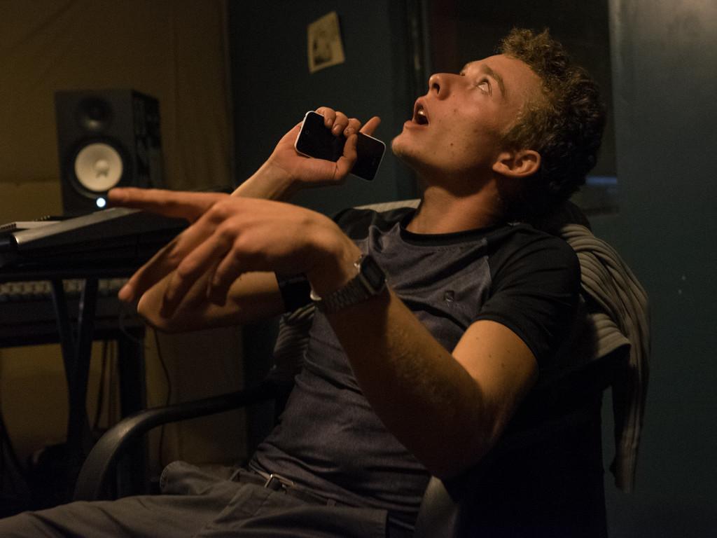 Milouch improvise son freestyle. C'est un passionné. Il pense avoir le potentiel pour « tout casser » .