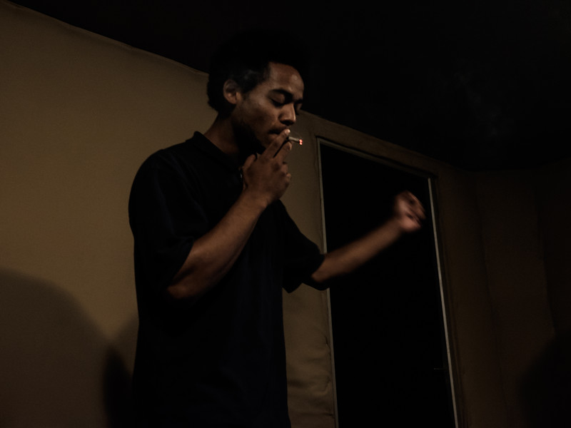 Vagabond, surnommé aussi « XV » , a deux passions, le hip-hop et le dessin.