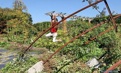Saut enfant au Jardin des plantes 2 C-Mouton