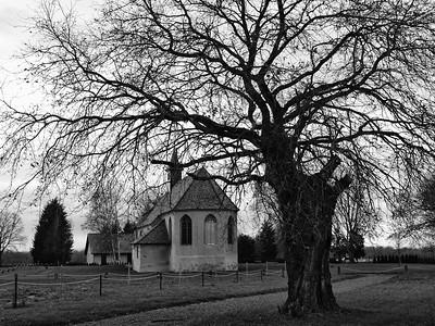 La chapelle attend l'hiver