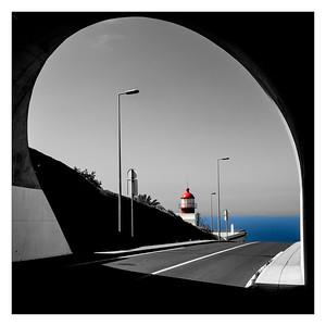 Au bout du tunnel, le phare et la mer...