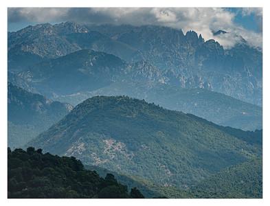 La montagne au-dessus de Vico