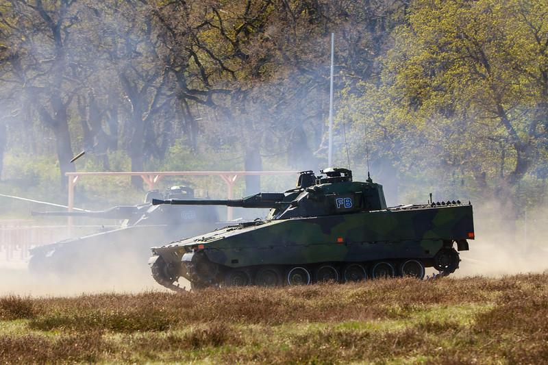 CV90s engaging