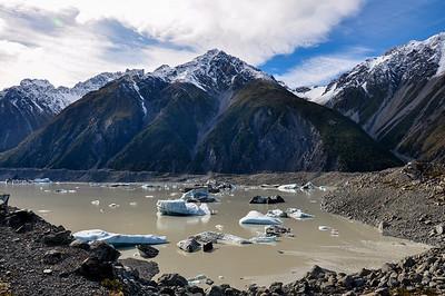 Tasman glacier and icebergs, South Island, New-Zealand