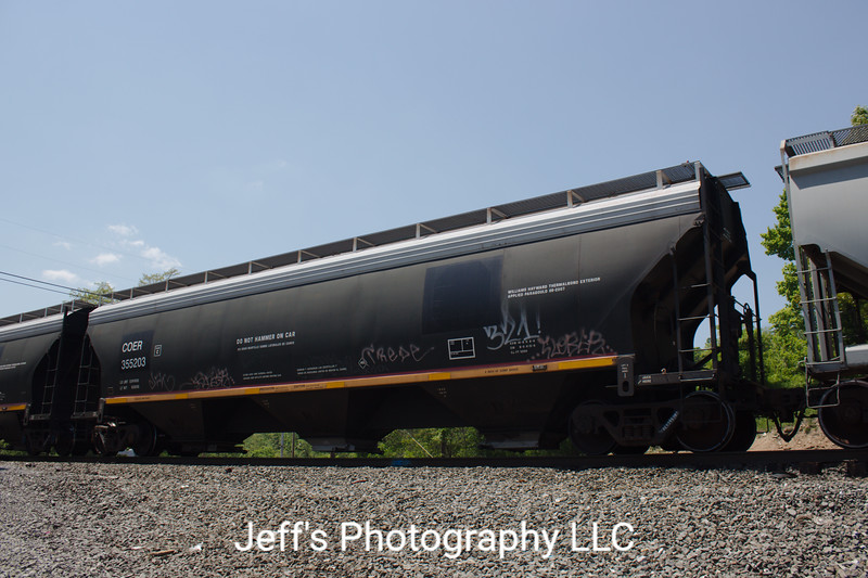 Crab Orchard & Egyptian Railroad 3-Bay ARI 5200 cu. ft. Covered Hopper No. 355203
