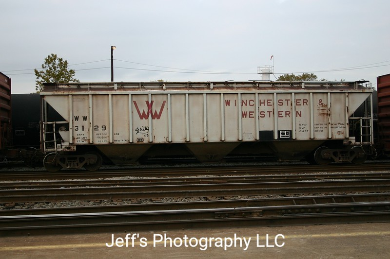 Winchester and Western Railroad 3-Bay Portec 4000 cu. ft. Covered Hopper No. 3129