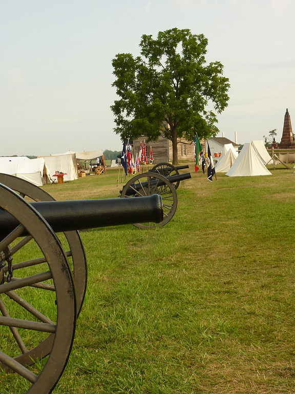 Cannons and Confederate camp at Henry House