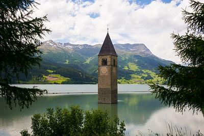 Der Turm im See, das Wahrzeichen des Vinschgau.