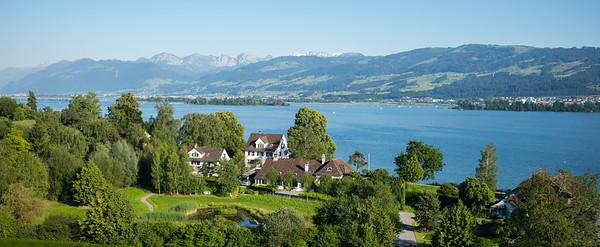 Feldbach mit Blick auf den Zürichsee mit Inseln Ufenau und Lützelau.