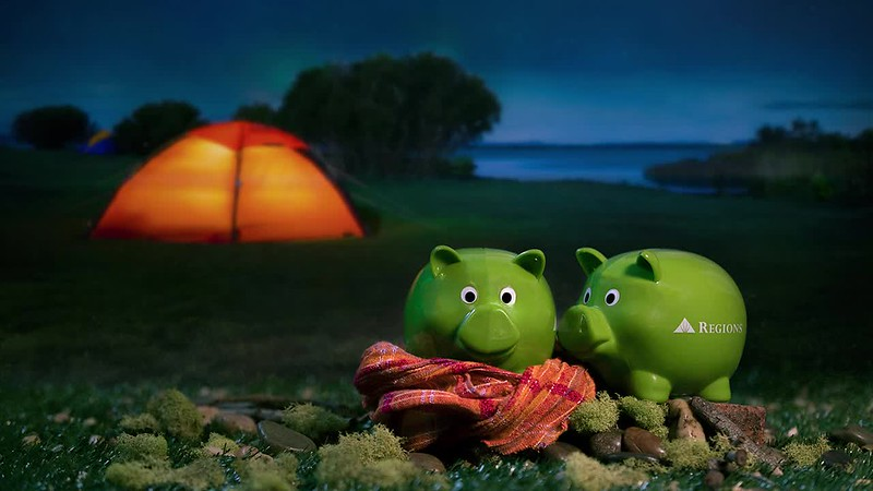 Whether wrapped in blankets or feeling sunny, we like our pigs green, shiny and stuffed with money. Happy #NationalPigsInABlanketDay!