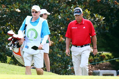 Kenny Perry approaches the tee at #7
