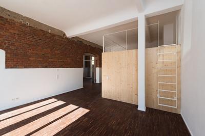 04 Gutshof Nordflügel, Gutach im Breisgau. Im Erdgeschoss gibt es zwei Loftwohnungen, die historische Ziegelwand wurde freigelegt.