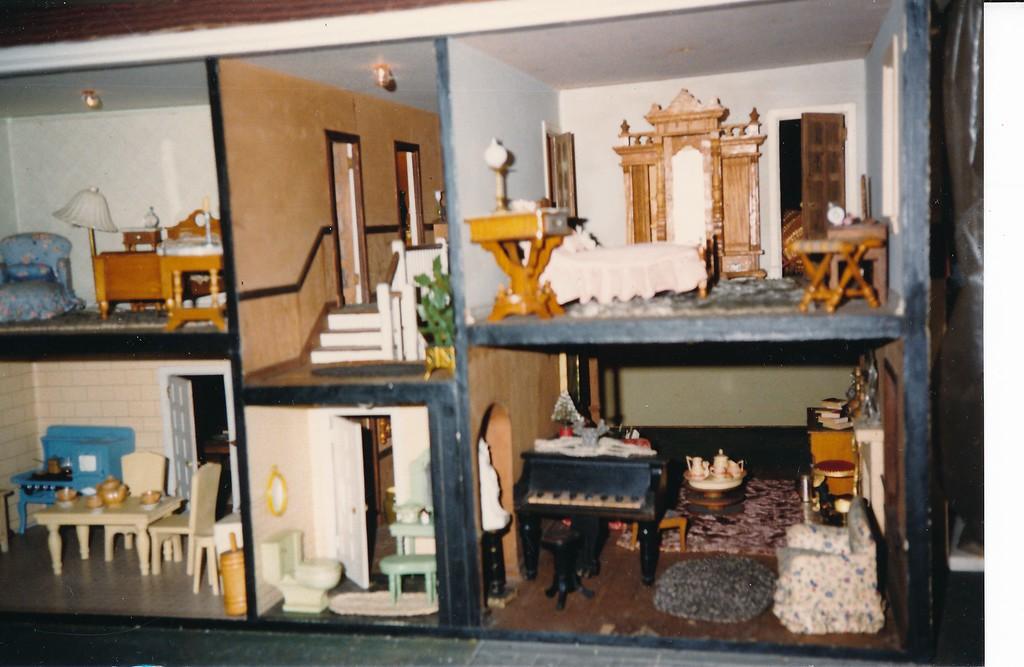 H Halter Doll House 1