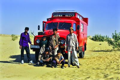 Indien - Besucher (mal wieder) Nähe Jaisalmer