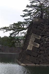 Der Garten des Kaisers war von dicken Mauern umgeben.