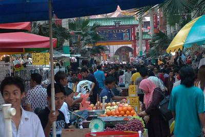 Jalan/Strasse Petaling Uhren, Schmuck und Designerklamotten im Milliardenwert. Vorrausgesetzt dass es echt ist...
