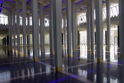 Lichtspiele im Vorraum der Moschee