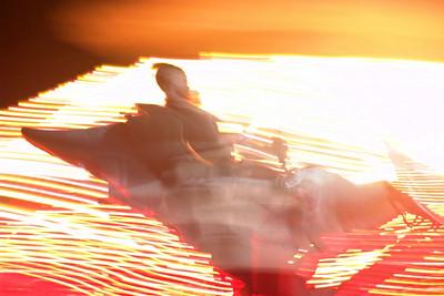 Im Jerudongpark. Hier sieht man Felix auf einem Karussell.
