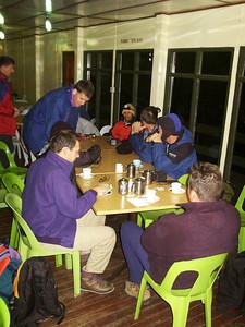Wecken um 02.45Uhr Das war ganz schön früh aber wir wollten ja um 06.00Uhr auf dem Gipfel sein, um den Sonnenaufgang zu sehen.