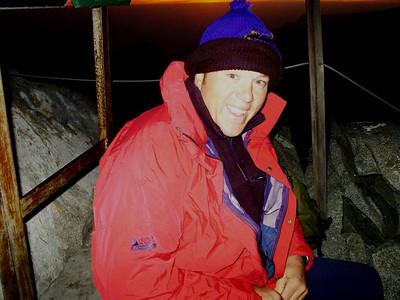 Endlich oben (05.45Uhr) Es war bitterkalt und wir hätten uns noch ein Paar Minuten Zeit lassen sollen, um die Zeit bis zum Sonnenaufgang zu minimieren.