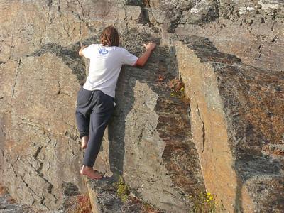 Direkt hinter der Hütte konnte Ludwig sich im Klettern üben.