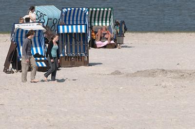 Ludwig hat viel Zeit mit Elena am Strand verbracht.