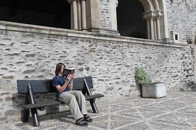 Oskar hatte keine Lust mit aufs Schloss zu gehen (Scheuerstelle am Bein wurde plötzlich unerträglich). Ludwig ging mit, hat aber wie üblich mehr gelesen, als sich Sehenswürdigkeiten anzuschauen.