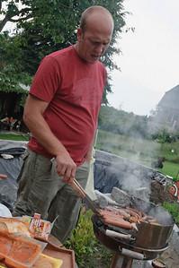 Onkel Sven versorgte uns mit Gegrilltem.