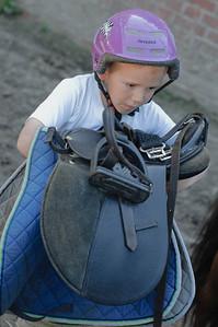 Richard hatte natürlich ein etwas kleineres Pferd aber der Sattel war noch etwas schwer für ihn.