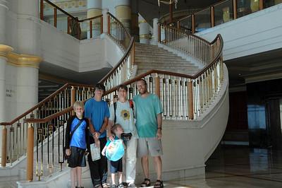 Wieder zurück in Brunei. Nach einem Jahr Norwegen, wollten wir noch mal für 3 Wochen die Wärme und den Luxus in Brunei genießen.