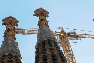 Der Bau begann 1882 und ist immer noch nicht abgeschlossen wie die vielen Kräne zeigen. Im November 2010 soll der Altar vom Papst einweweiht werden.