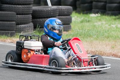Richard wollte auch schnell sein, fuhr aber etwas unkontrolliert. Die Bremse hat er wohl nicht benutzt... Deswegen wurde er kurz vor Ende der Zeit nach einigen Drehern von der Strecke genommen.
