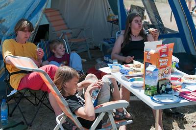 Auf der Fahrt nach Barrien haben wir noch zwei Nächte auf dem Campingplatz in Hooksiel verbracht. Dort trafen wir Bernds Schwester Petra und Schwägerin Lisa mit Familie.