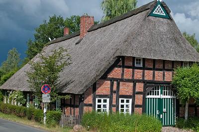 Von Hooksiel fuhren wir weiter nach Barrien. Hier das Fachwerkhaus an der Wassermühle.