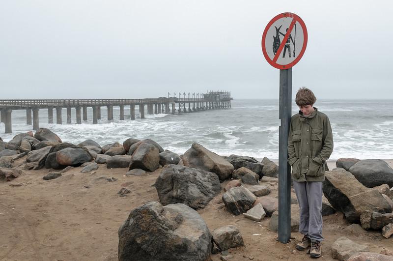 Pauls ist traurig. Er wäre so gerne Fischen gegangen.