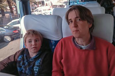 Zuerst dachten wir, dass zumindestens Helga und Bernd zwei Plätze bekommen können. Aber dann wurde der Bus doch ganz voll.