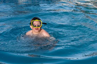 Mag es auch noch so kalt sein, Richard geht in jeden Pool!
