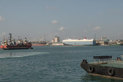 Im Hafen von Dar es Salaam war ein reger Betrieb.