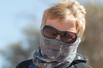 Richard hat Mund, Ohren und Nase gegen den Sand geschützt.