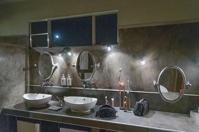 Auch das Bad ist der wahre  Luxus.